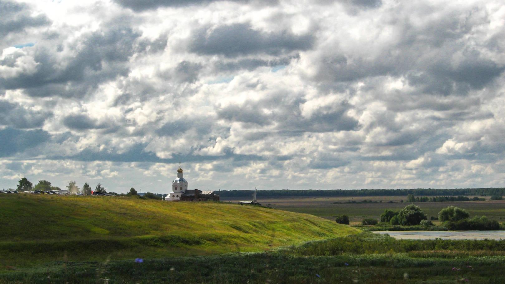 Бескрайни земли русские. Успенский храм в честь битвы на р.Воже (11 августа 1378 года). Рязанская область