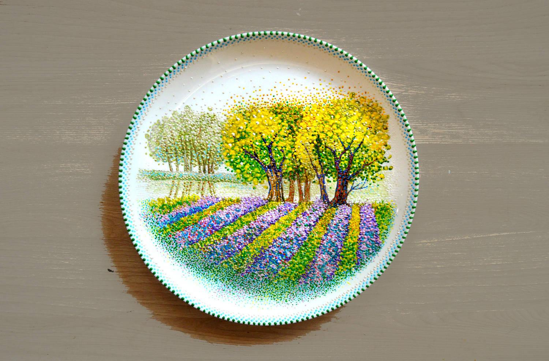 Глянцевые тарелочки. Акриловые краски, контур по стеклу и керамике.