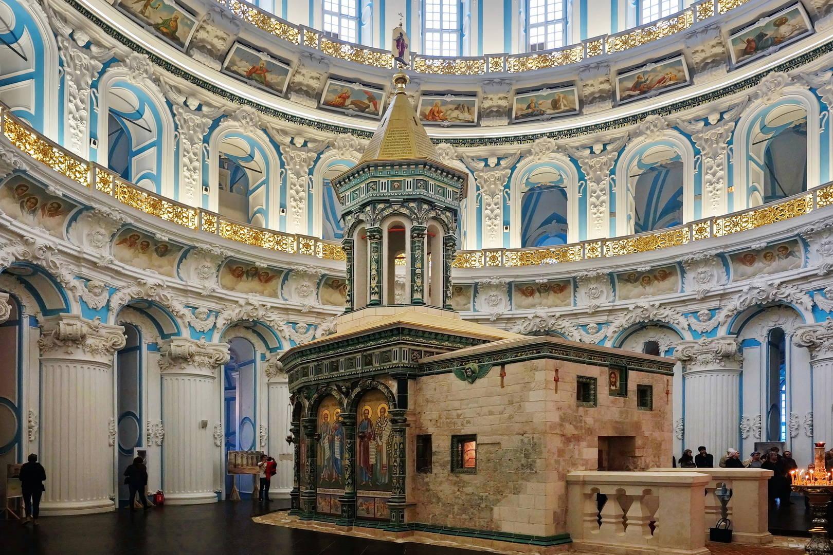 Интерьер Воскресенского храма.