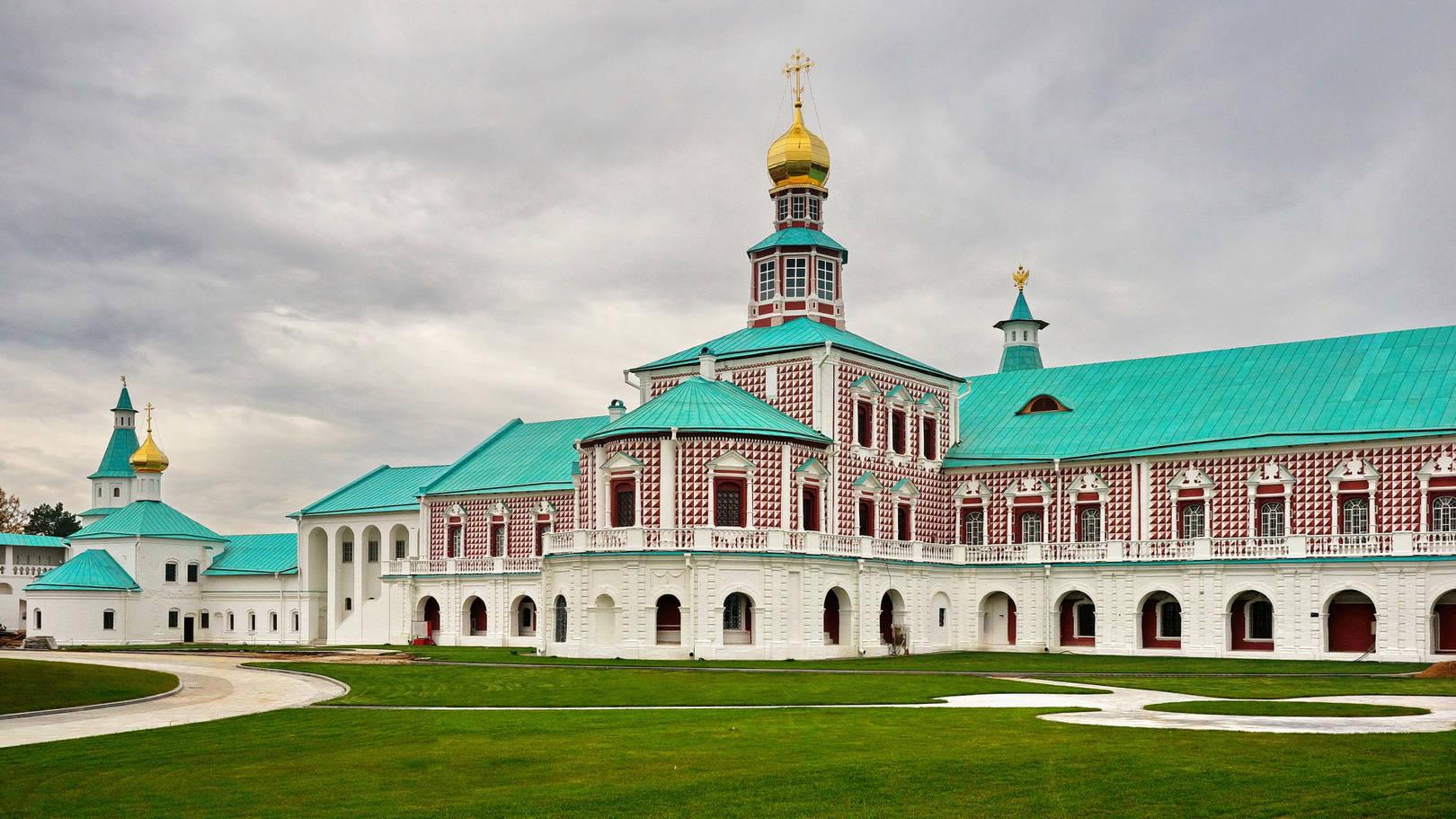 Церковь Рождества Христова. Трапезная и больничные палаты.