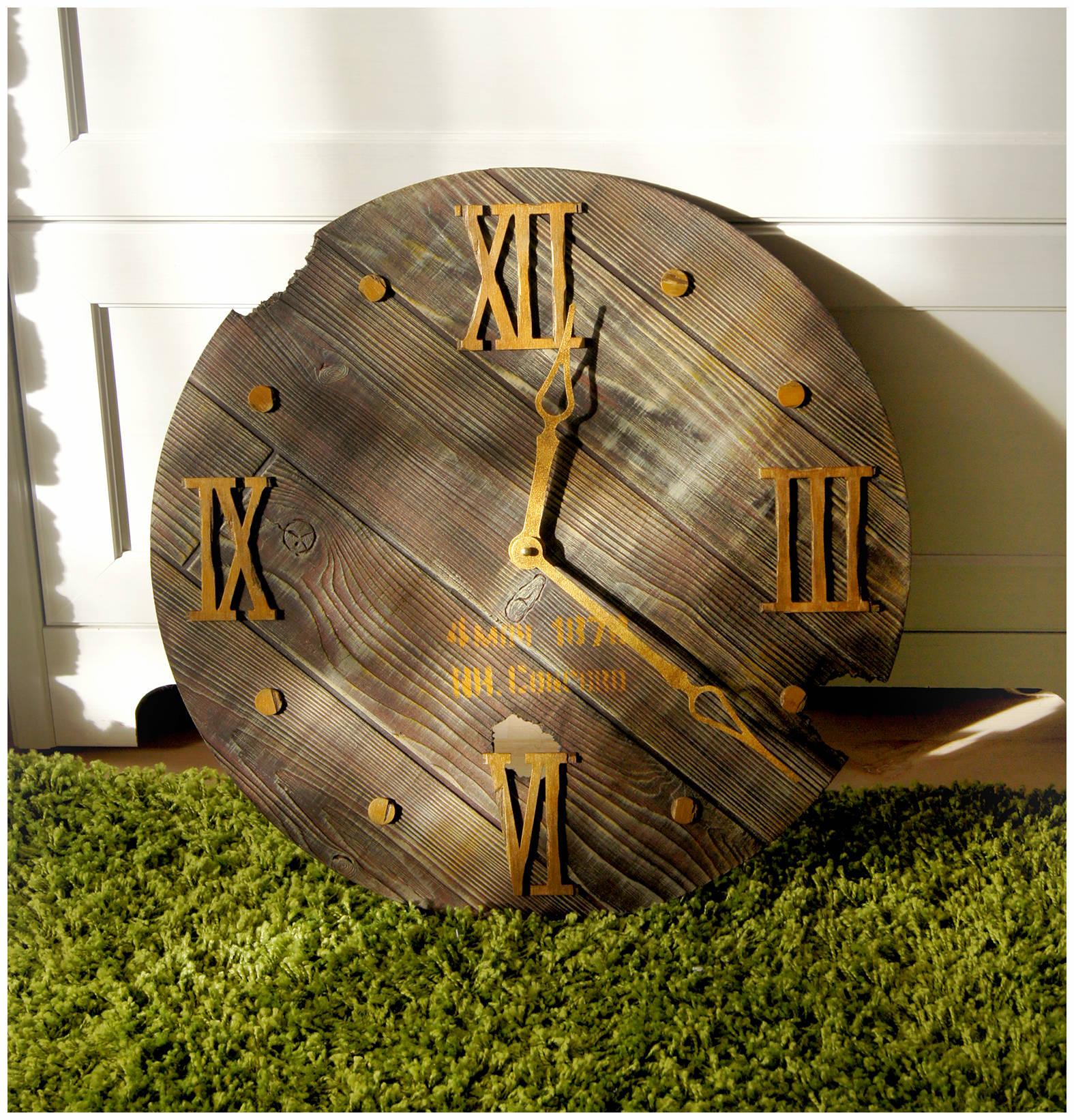 """Часы """"Следы времени"""""""