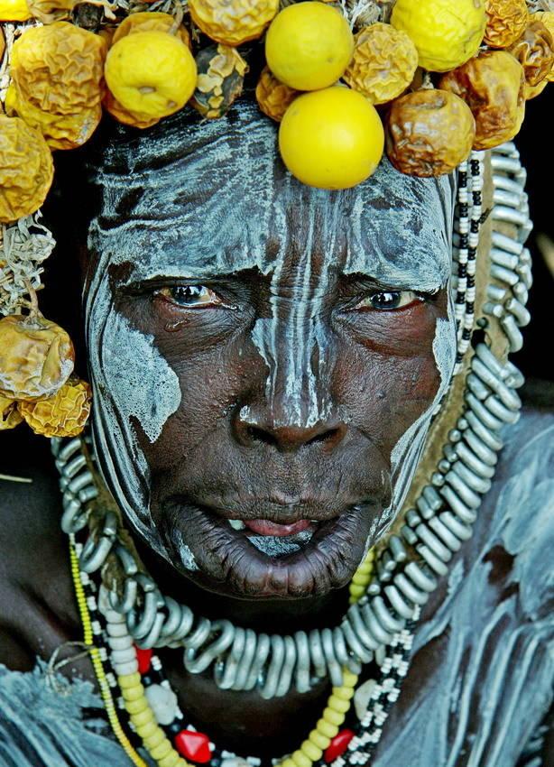 Женщина из племени Мурси проживающих на юге Эфиопии в национальном парке Маго