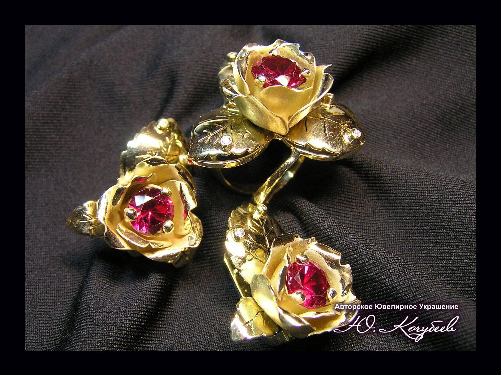 """Комплект """"Рубиновые розы"""". Желтое золото, рубины, бриллианты, авторская техника."""