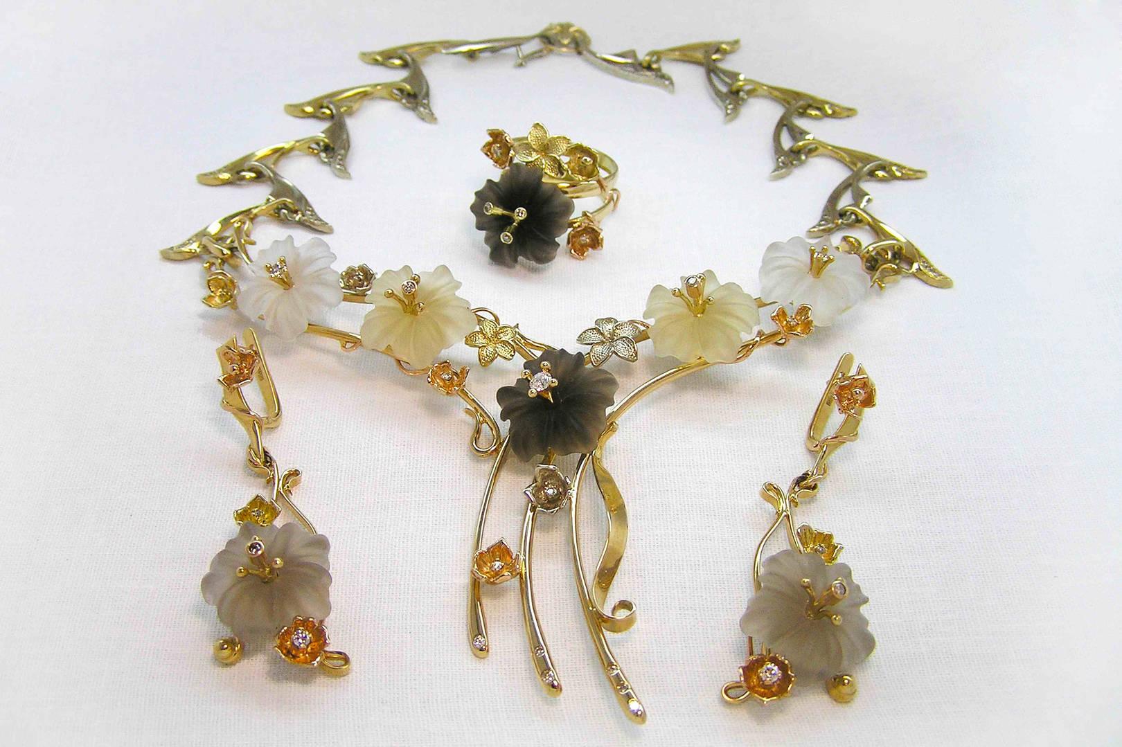 """Колье """"Весна"""". Золото трех видов, бриллианты, горный хрусталь, авторская техника."""