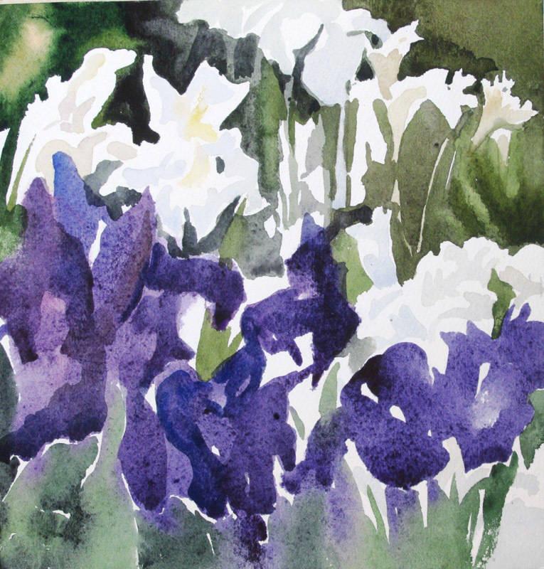 Весенние фиолетовые ирисы с белыми лилиями