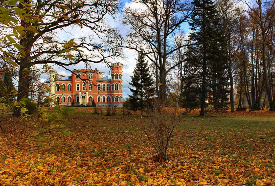 Парк Замка Бирини (Латвия)