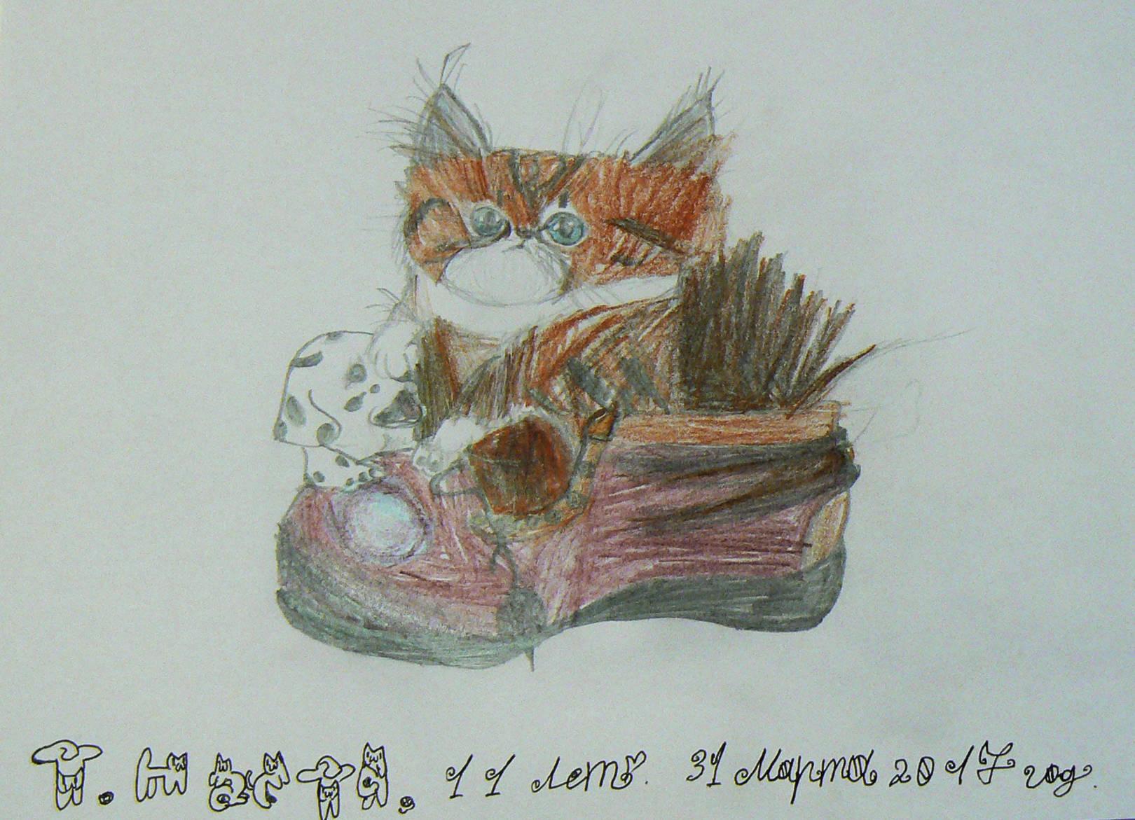 Котёнок в ботинке и с игрушечным щенком.