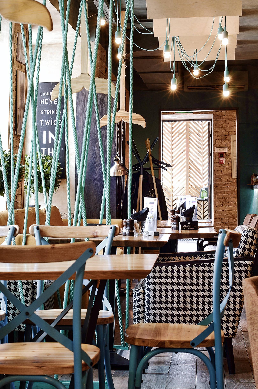 Новое кафе ROLLS -NOVINKA, открылось в Перми. Над его оформлением работал дизайнер Саранин Артемий из студии ALLARTSDESIGN.