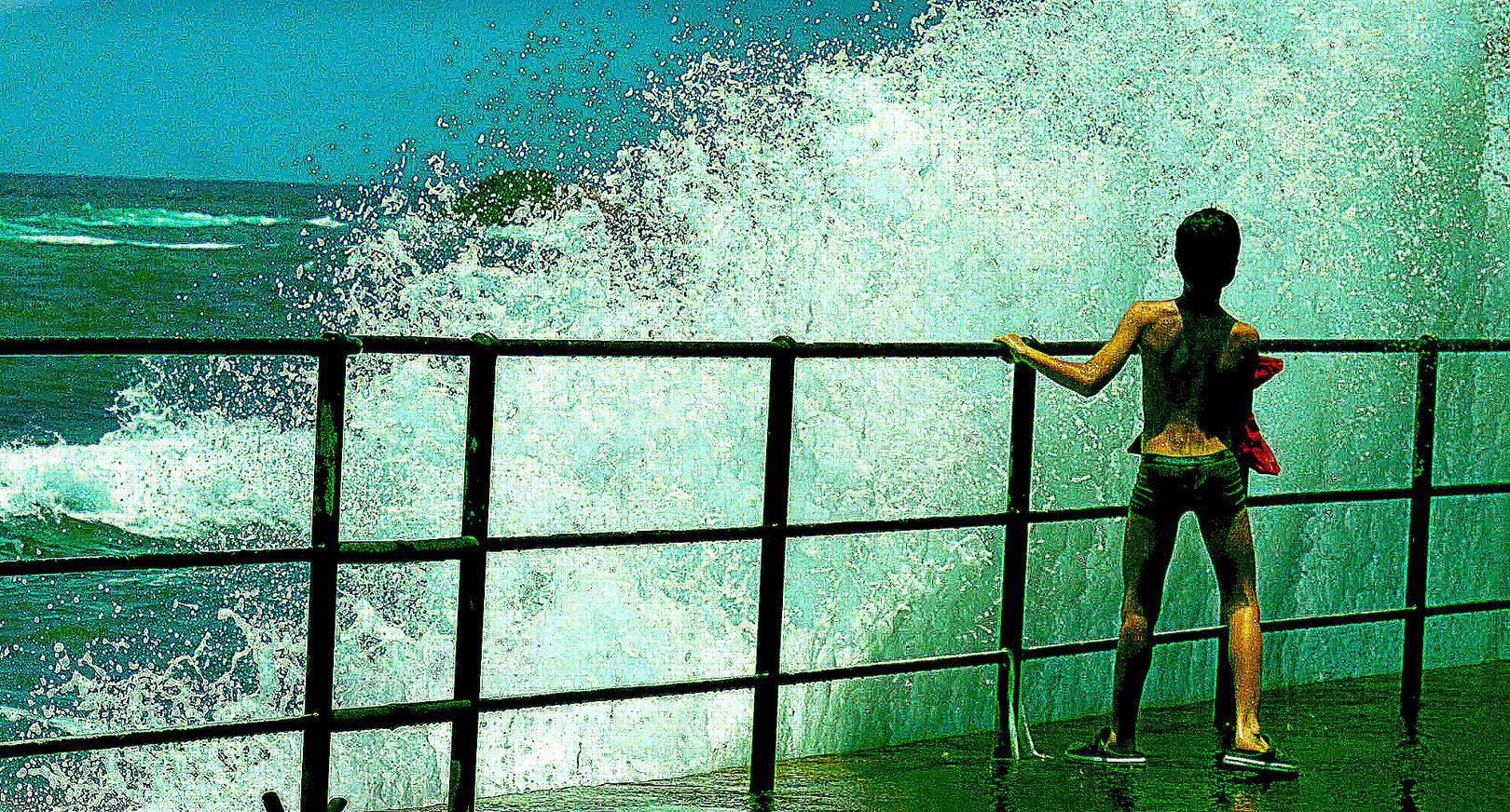 Мальчик и море.