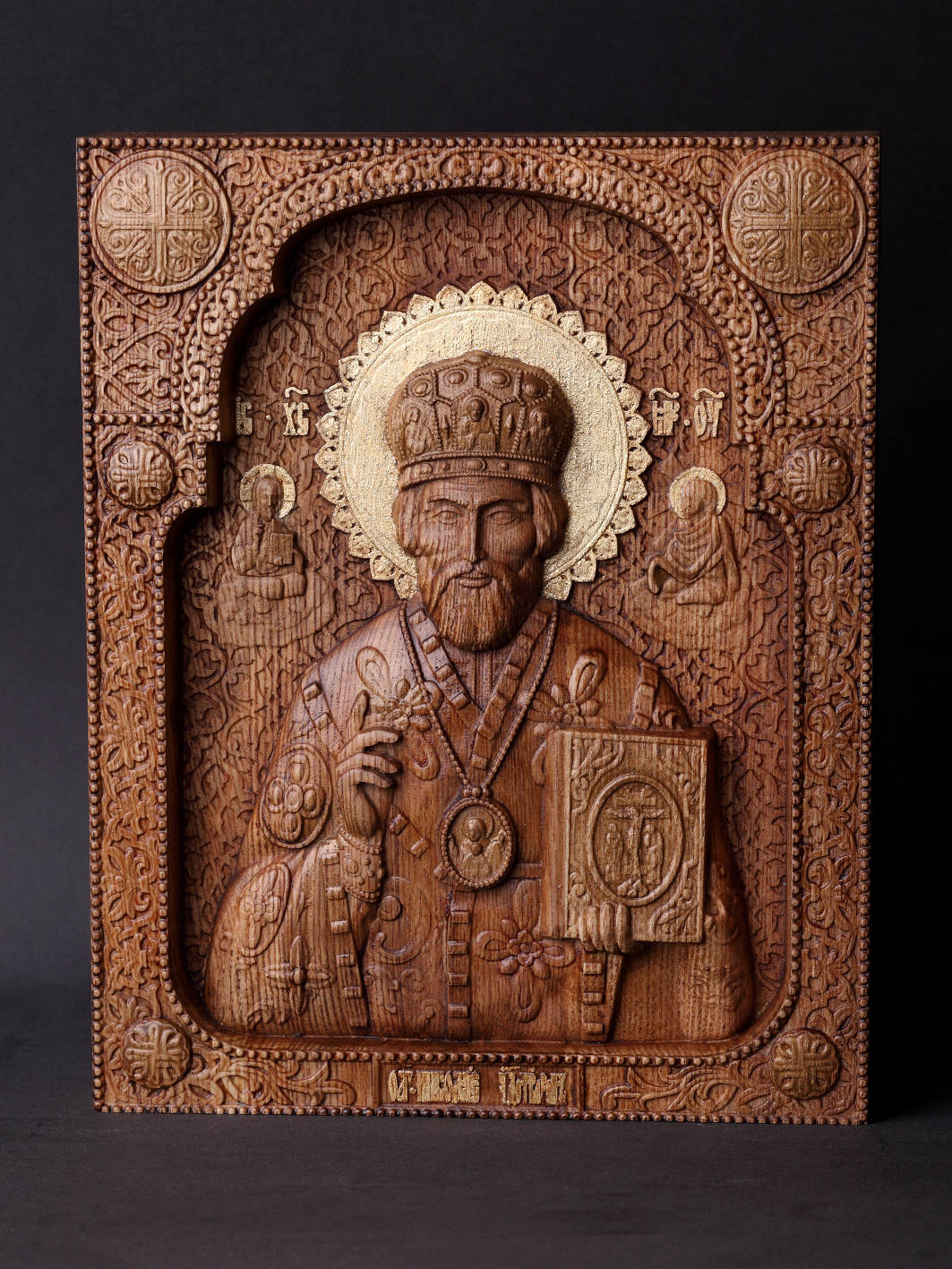 Св. Николай Чудотворец . Материал дерево ясень.Сусальное золото,воски. Размер 17х21см