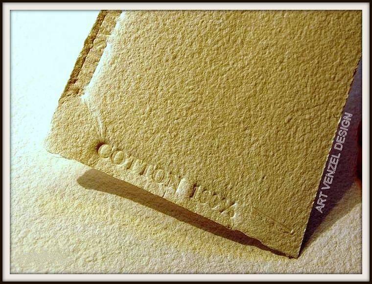 В нашем случае я взял очень плотную бумагу ручной работы - натуральный 100% cotton. /крупный план, фактура/