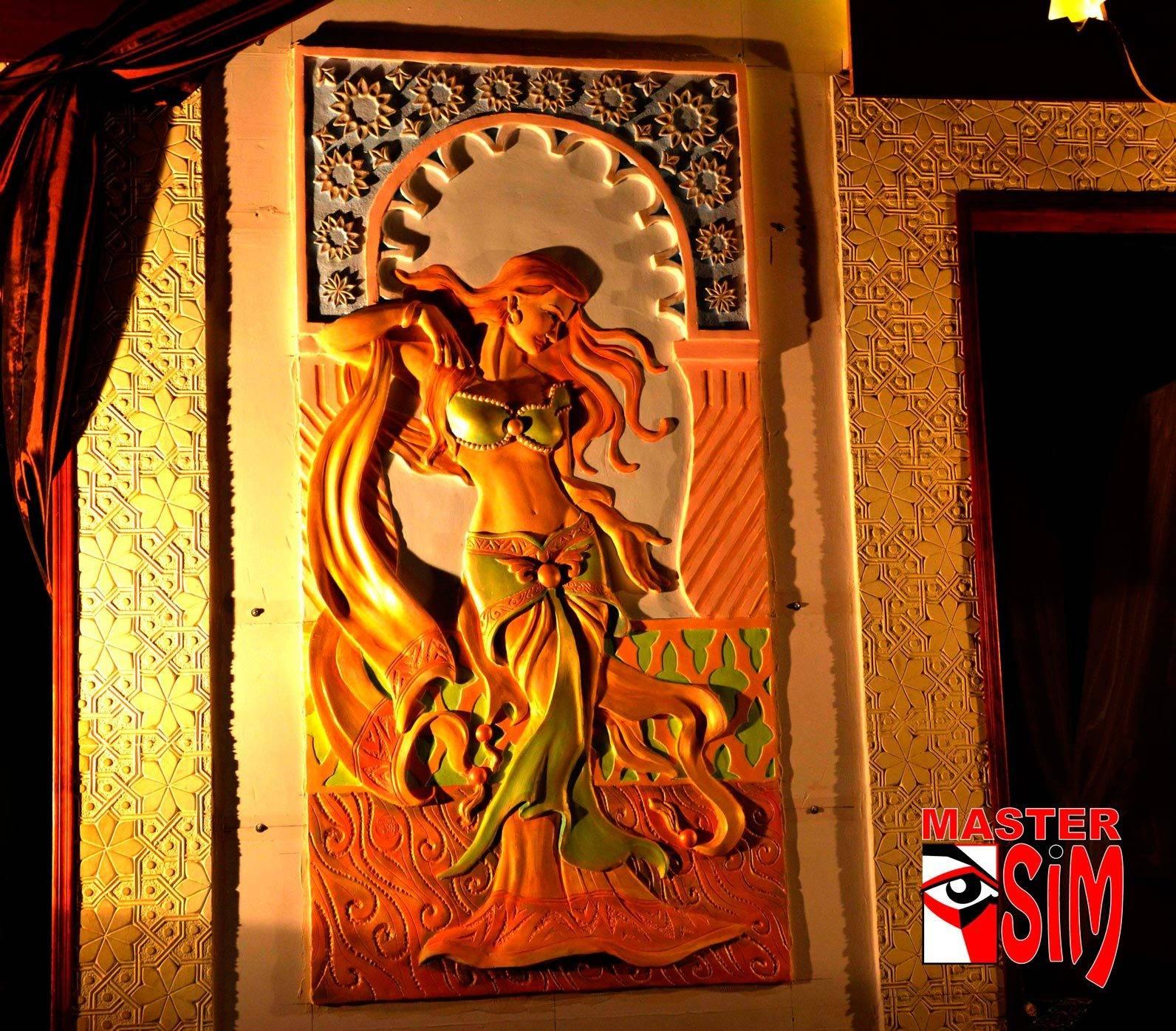 Барельеф ручной работы мастера Салавата Мулланурова. Ресторан Бухара в Калининграде.