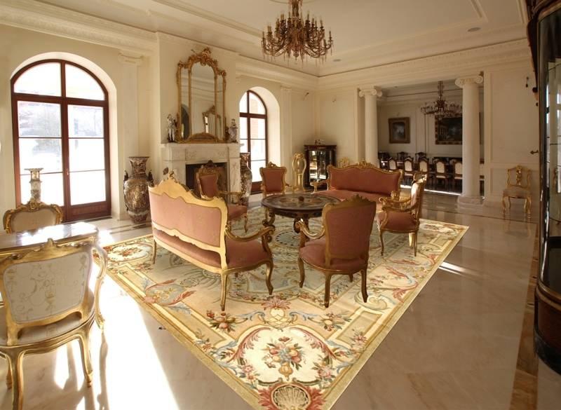 Общий вид интерьере гостиной.