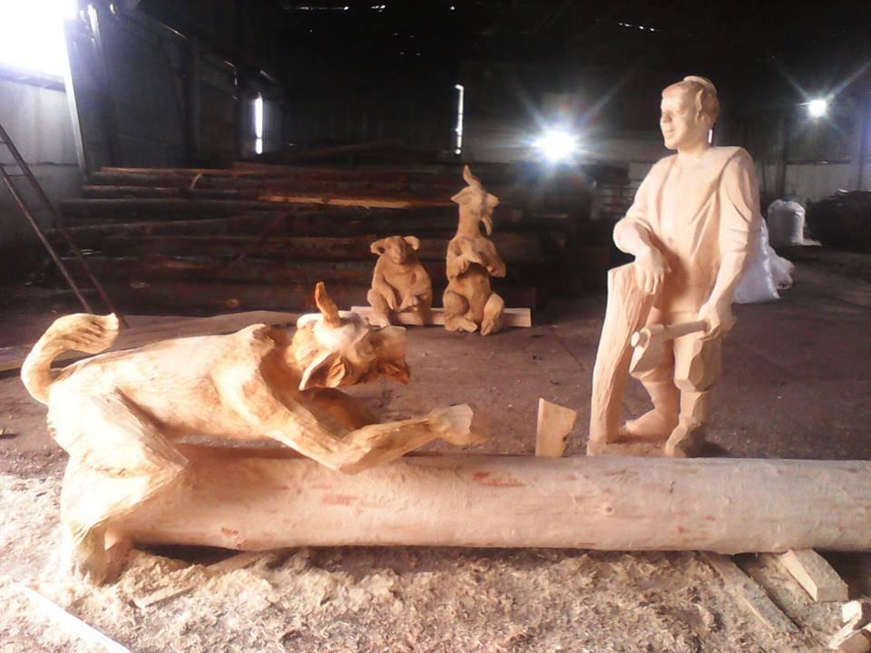 Батыр и Шурале. Деревянная скульптура