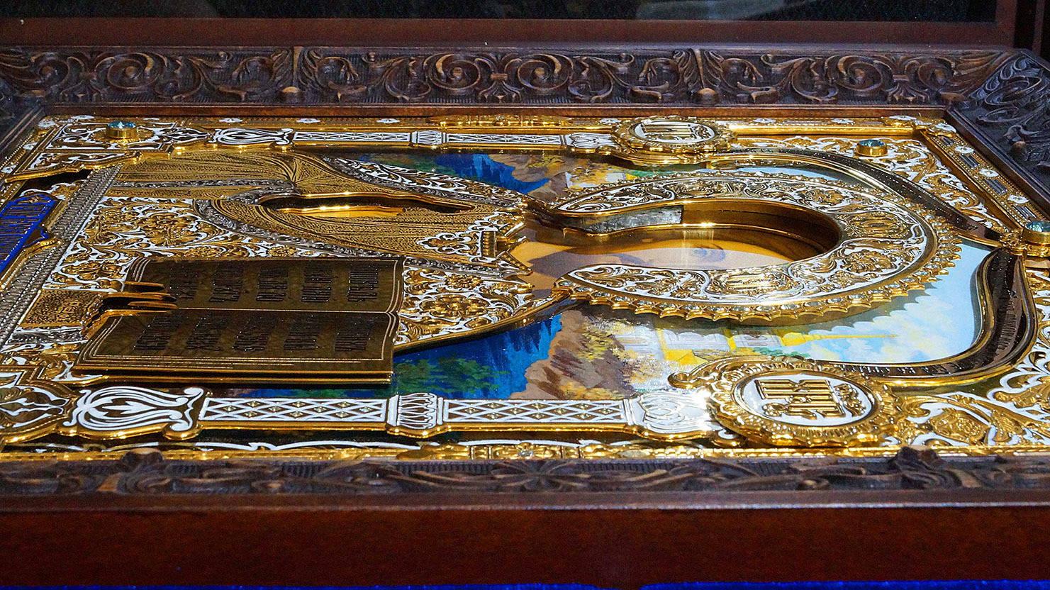Икона Господь Вседержитель (вид с боку)