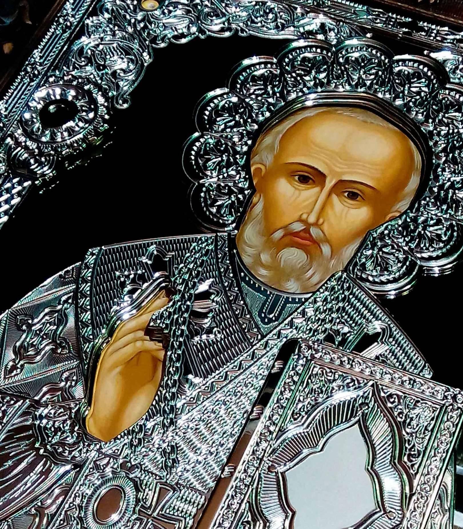 """Икона Николай Чудотворец. Свет """"ожившего"""" металла символизирует неземной свет в котором  пребывают святые"""