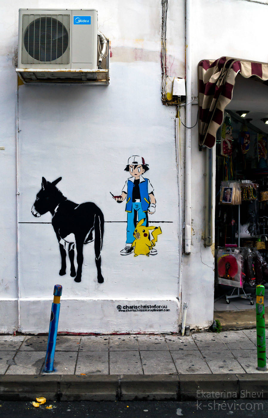 Преобразить стены- приезжают художники со всего мира. И это вдобавок к 30 командам из самого Кипра! Бенкси тоже был...