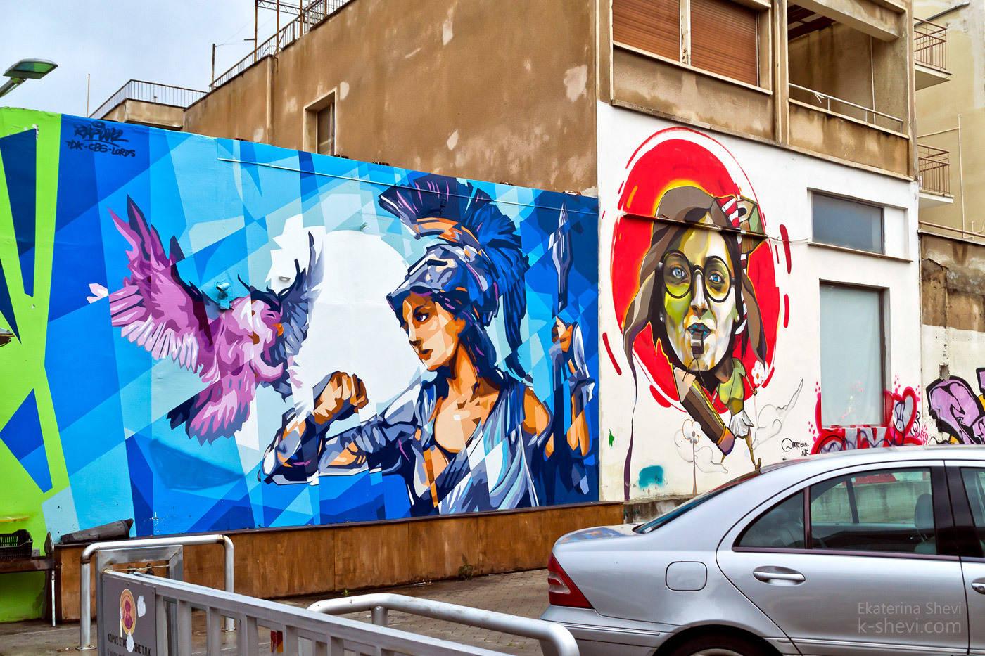 Стрит- арт это произведения искусства, которыми делятся художники со случайными людьми. Но здесь совершенно понятна разница между искусством и вандализмом.
