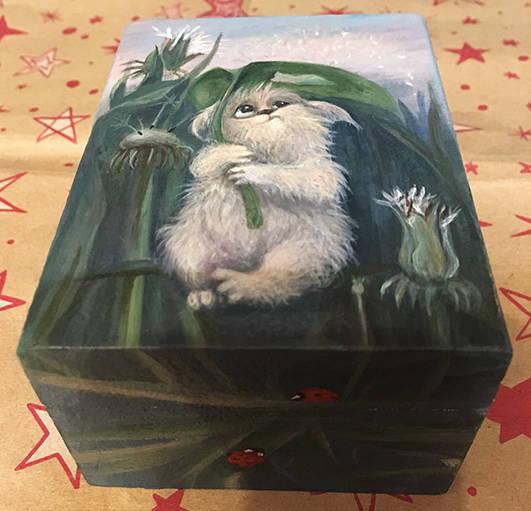 Маленькая коробочка для сказок. Пока без лака и блестяшек.