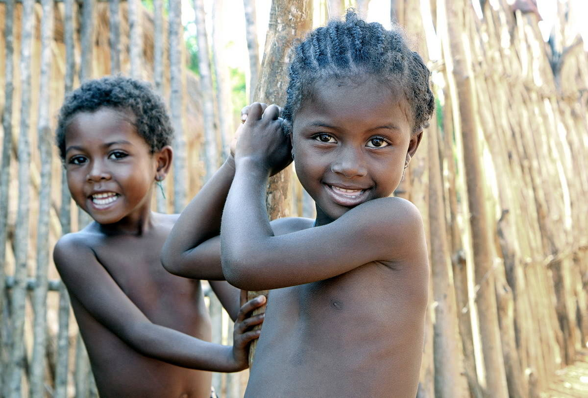 Дети из деревни Бекупака на острове Мадагаскар.