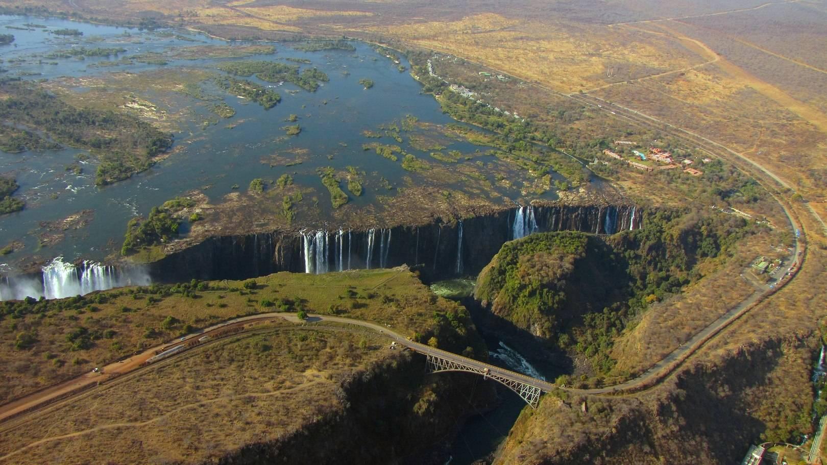 Водопад Виктория на границе Замбии и Зимбабве.