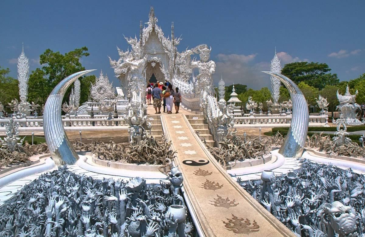 Белый храм Ват Ронг Кхун в Тайланде.