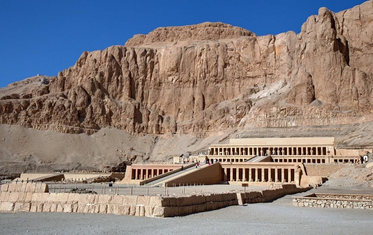 Заупокойный храм Хатшепсут в Дейр эль-Бахри (Египет). Снимок с воздушного шара.