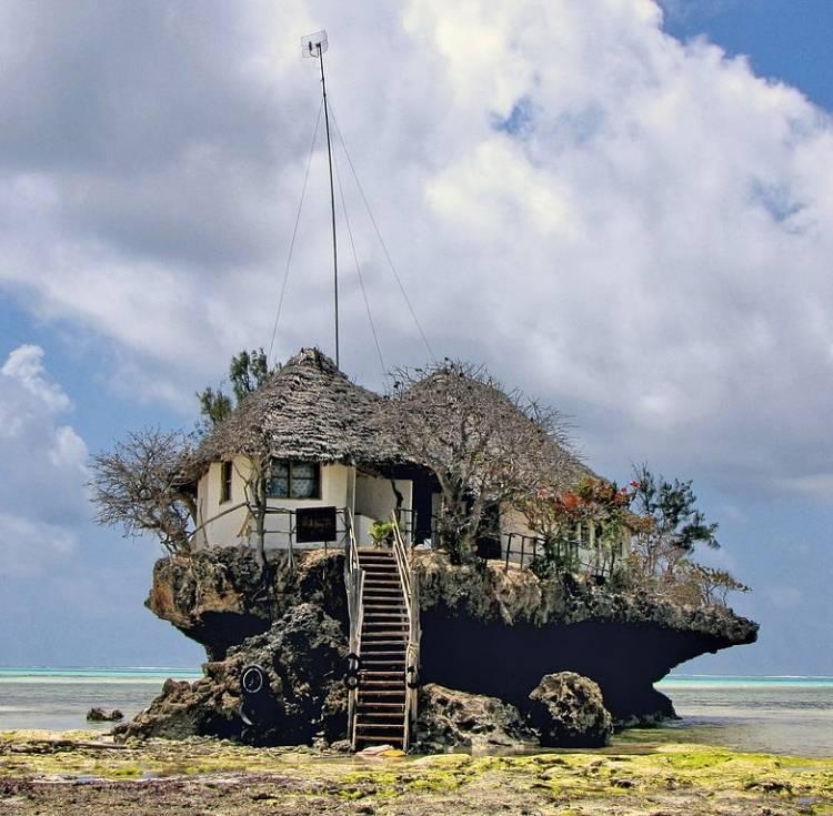 "Ресторан ""The Rock"". Остров Занзибар (Танзания)."