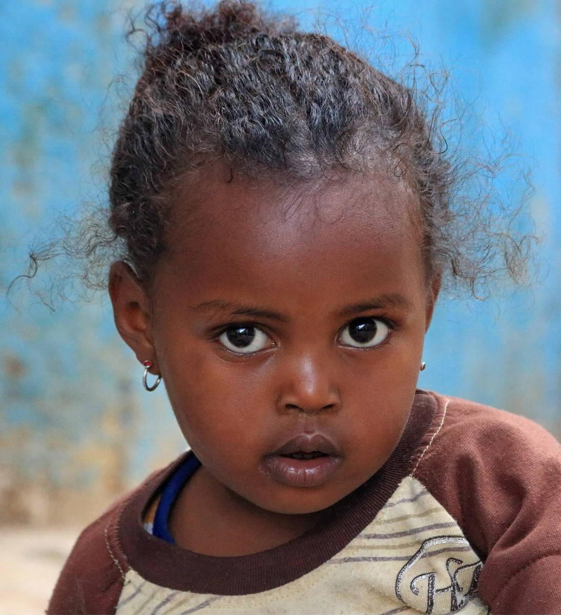 Девочка по имени Сумейя из города Харэр (Эфиопия).