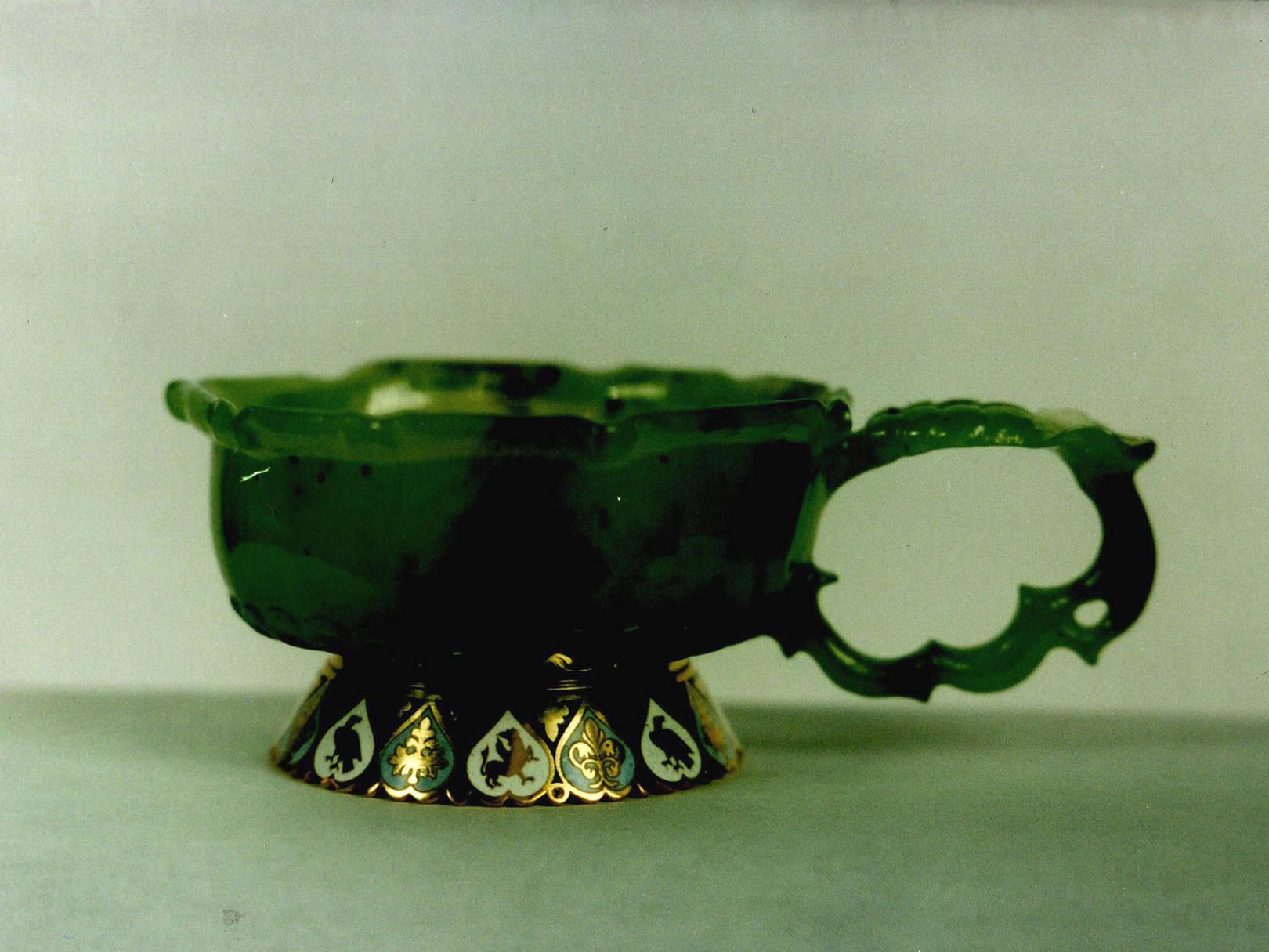 """""""Чашка"""". Зеленый нефрит, золото, горячая эмаль."""