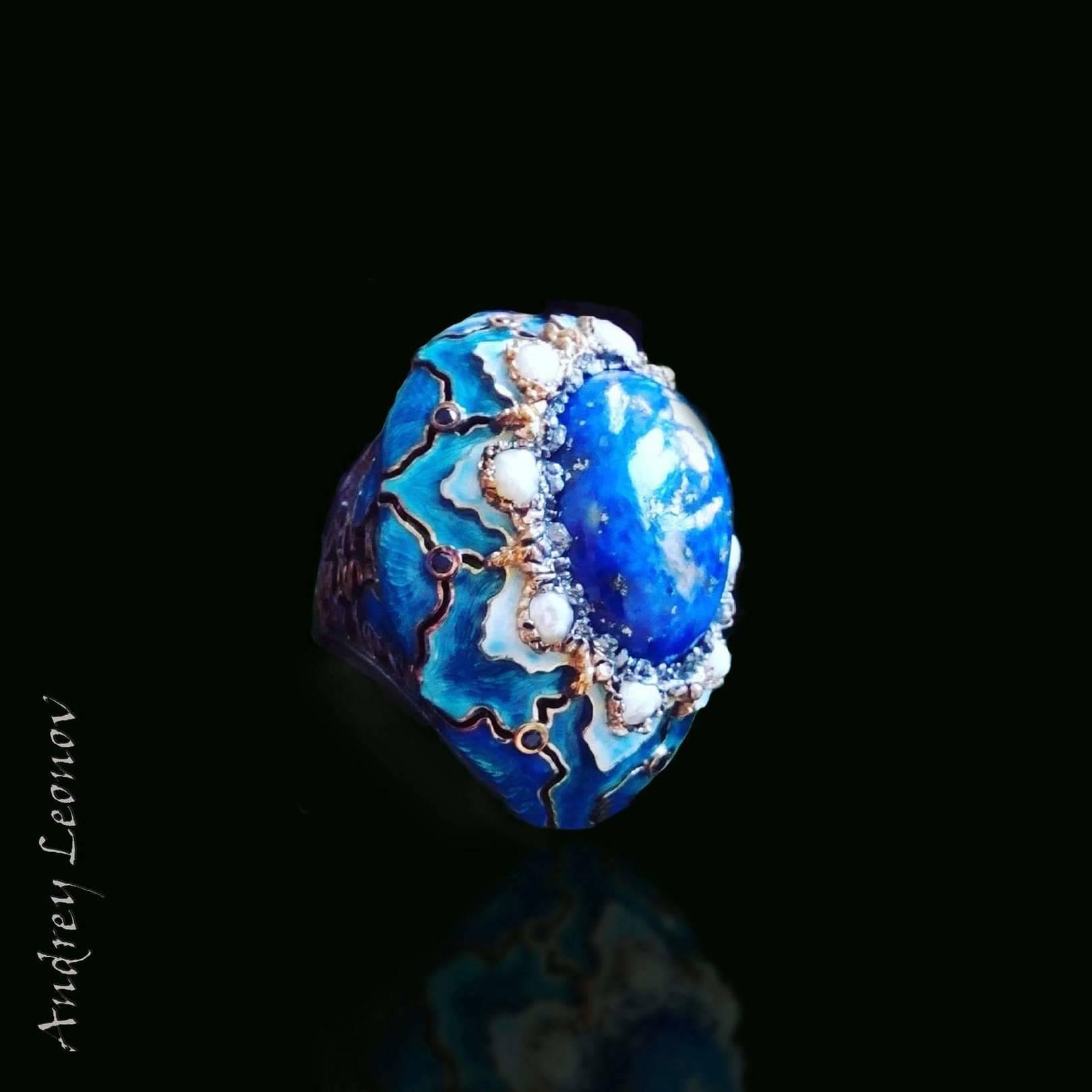 серебро-925,лазурит,горячая эмаль,жемчуг,сапфиры,гальваническое покрытие.