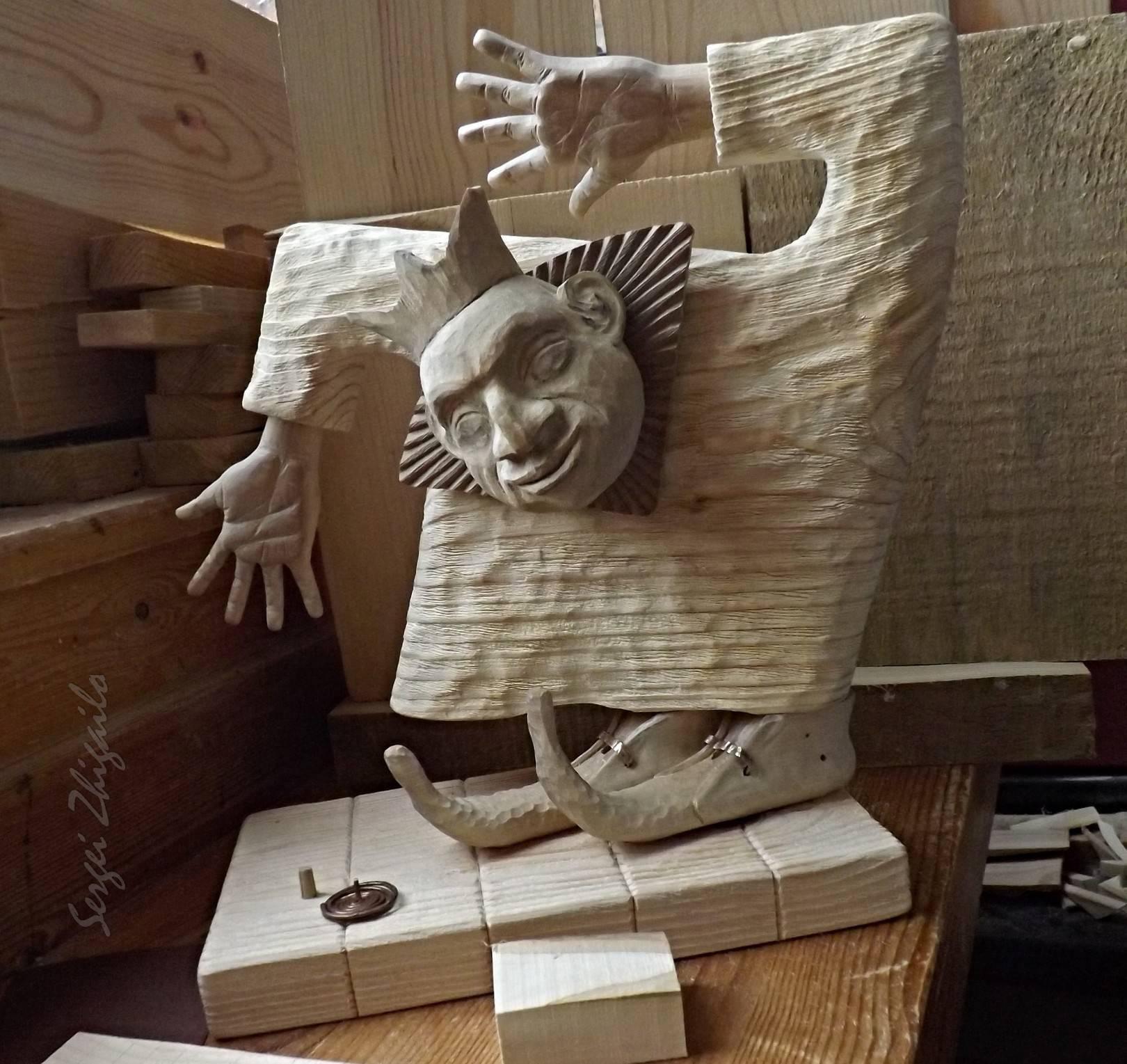 "Wooden sculpture ""DANSING KING"" in progress. Material - wood.  Скульптура из дерева ""ТАНЦУЮЩИЙ КОРОЛЬ"" - рабочий процесс. Материал - дерево."