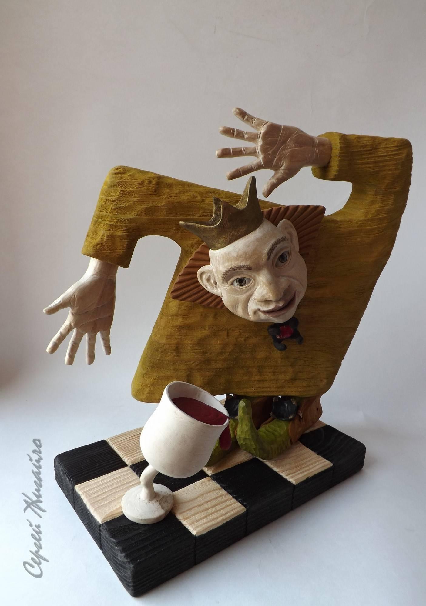 """Wooden sculpture """"DANSING KING"""". Materials - wood (maple, pine, alder). Height - 27 cm. OOAK, 2018  Скульптура из дерева """"ТАНЦУЮЩИЙ КОРОЛЬ"""". Материалы - дерево (ольха, сосна, клён). Высота - 27см. Единственный экземпляр, 2018"""