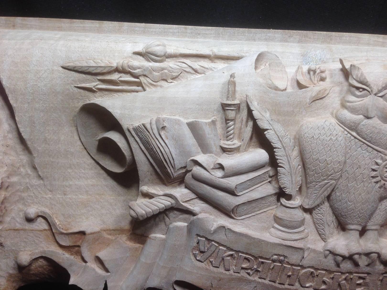 ЦЕНТРАЛЬНЫЙ СЮЖЕТ. (Фрагмент, левая сторона ). Высота всех сюжетов: 130 мм. ( Height of all works: 130 см.) Material: Pear – tree (дикая груша). Madehand.
