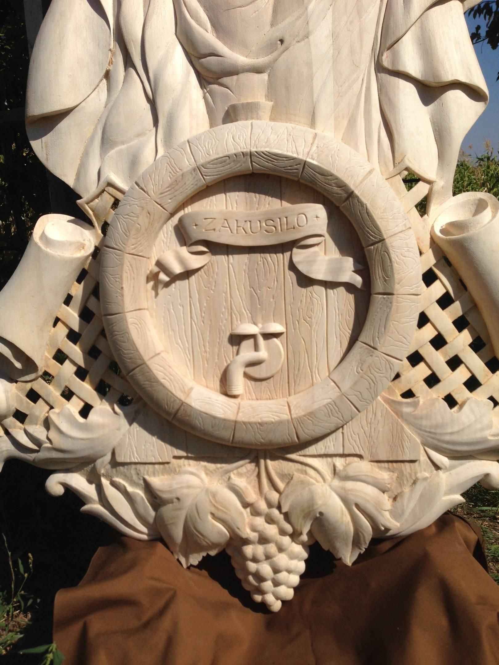 (Фрагмент). Название: « ВИНОГРАДНЫЙ СБОР ».  Материал : тополь.  Размер : 176см  х  72см.  Ручная работа.  Woodcarving for the DOOR .  Material: poplar.  Size: 176cm x 72cm.  Handmade.