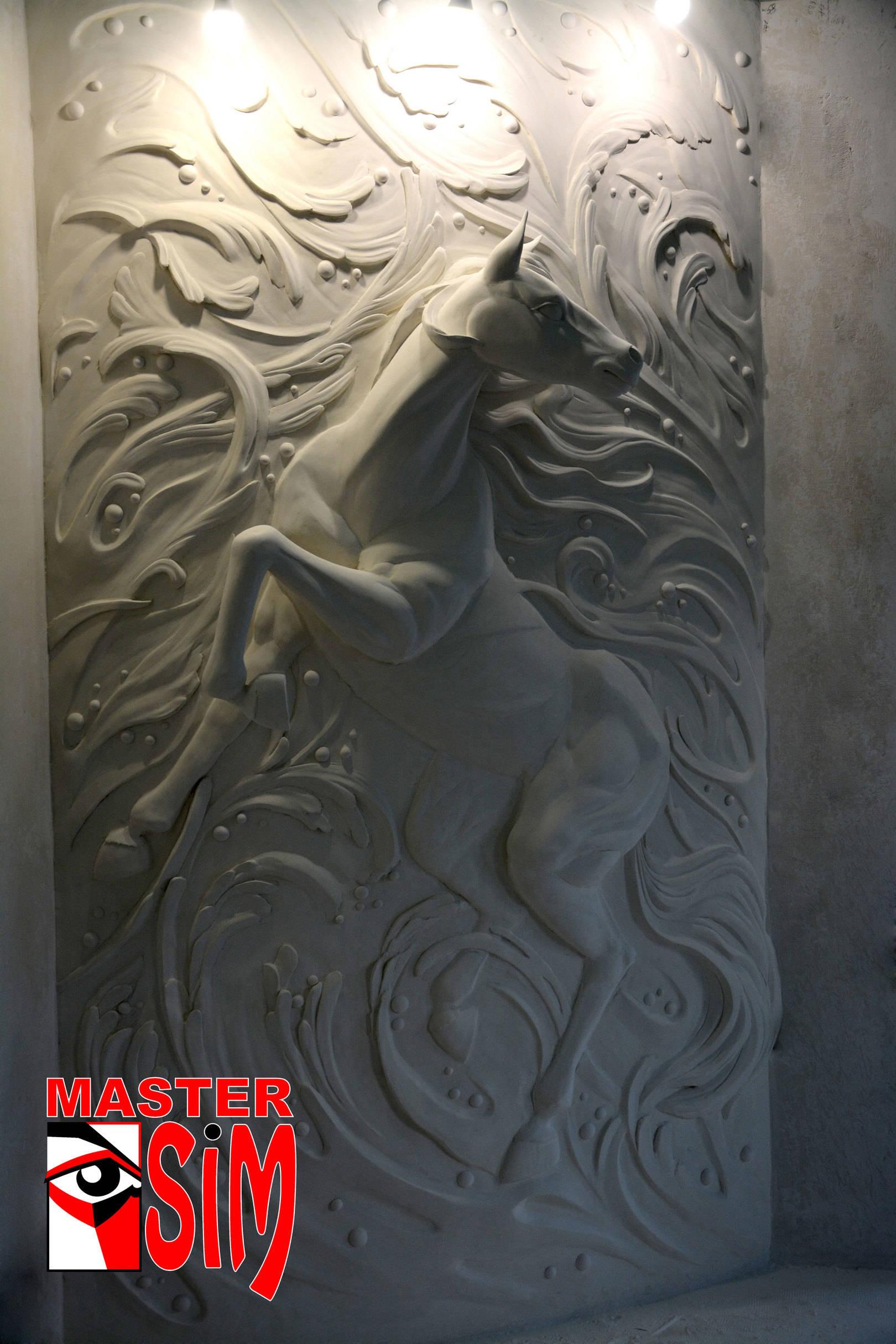 Барельеф Лошадь в частном доме