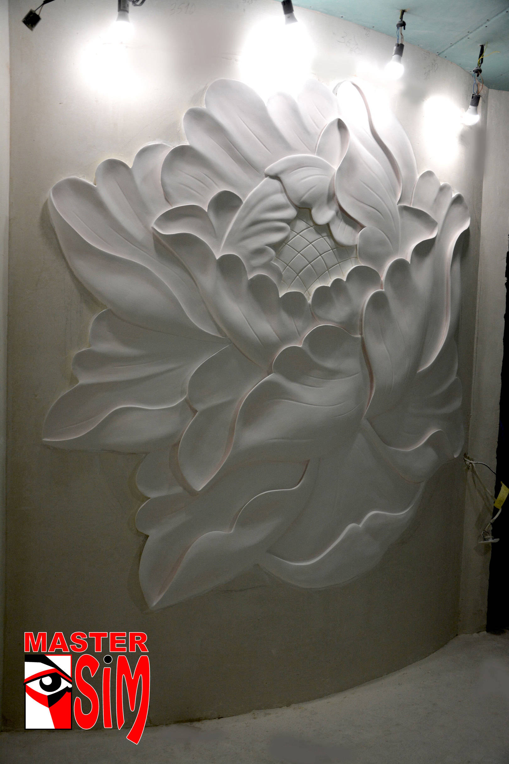 Барельеф цветы в частном доме