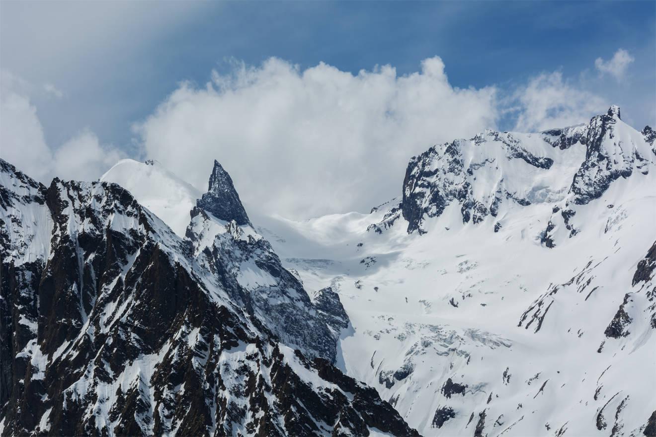 (слева-направо) Зуб Суфруджу, Задняя Белалакая, вершина Белалакая