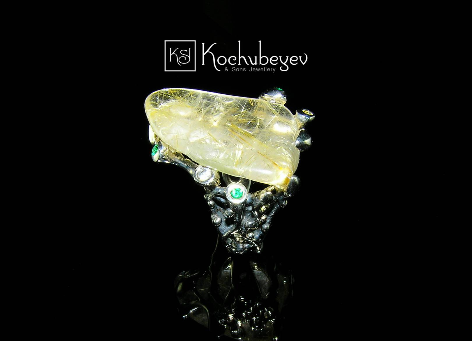 Кольцо с рутиловым кварцем. Рутиловый кварц, цавориты, лейкосапфиры, серебро, оксидирование, малая пластика.