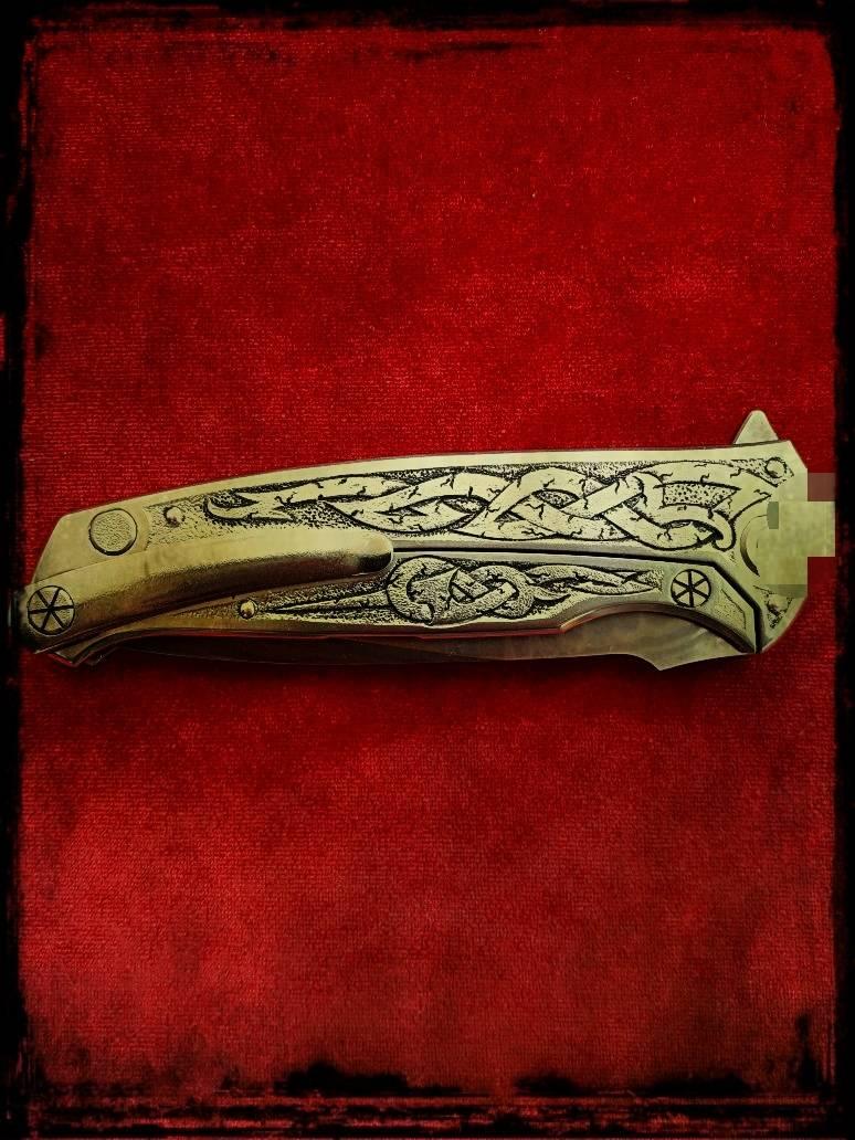 """Складной нож """"Кельтский змей""""."""
