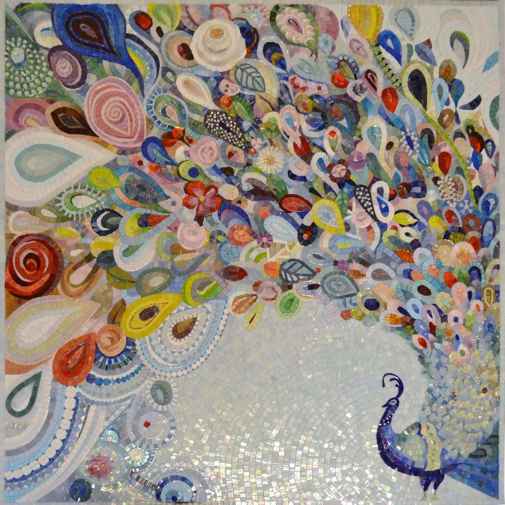 Декоративный павлин из стекла. Образ, который активно используется в искусстве и литературе вот уже более 3000 лет. Изображение птицы считается одним из сильнейших талисманов, символ счастья и любви, процветания и богатства. @irina_nesterova_in