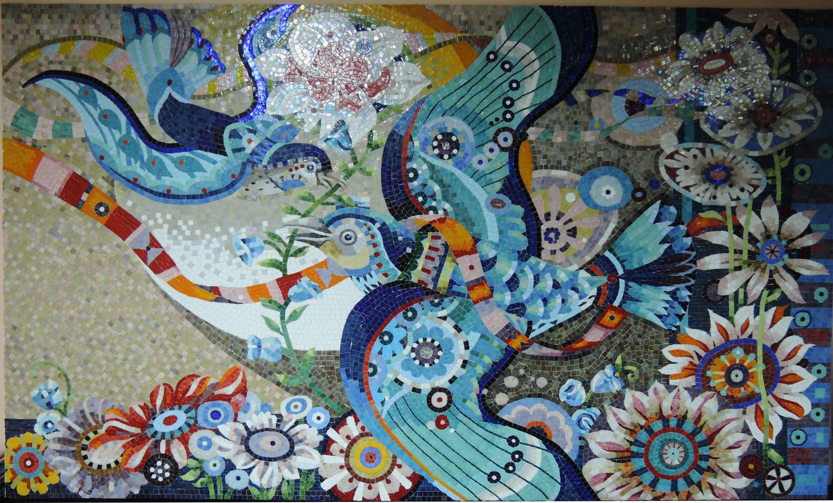 Панно  «Птицы» выполнено по эскизам американского иллюстратора David Galchutt (2000мм Х  1500 мм)  В панно использовалась стеклянная мозаика  ART&NATURA , ARHITEZA , ALMA ,ROSE ,BISZZA . Благодаря сочетанию разных брендов стеклянной мозаики в панно получалась яркая выразительная работа, разнофактурность мозаики подчеркивает оригинальность картины.