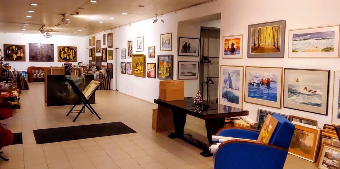 Общий вид на известную в Латвии галерею классического искусства,,Антония,,