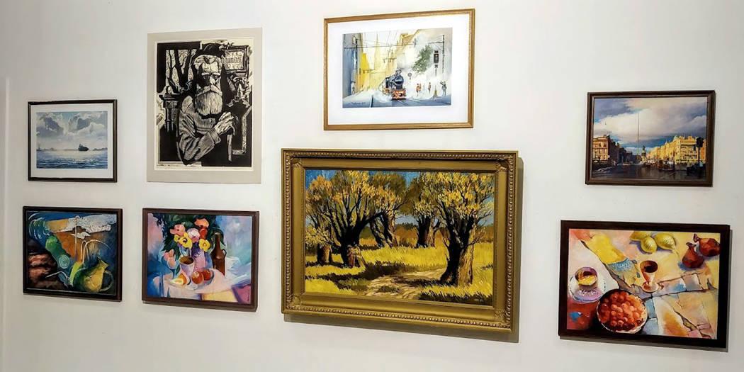 Раздел с живописью маслом и экспериментальными работами в живописи акрилом.