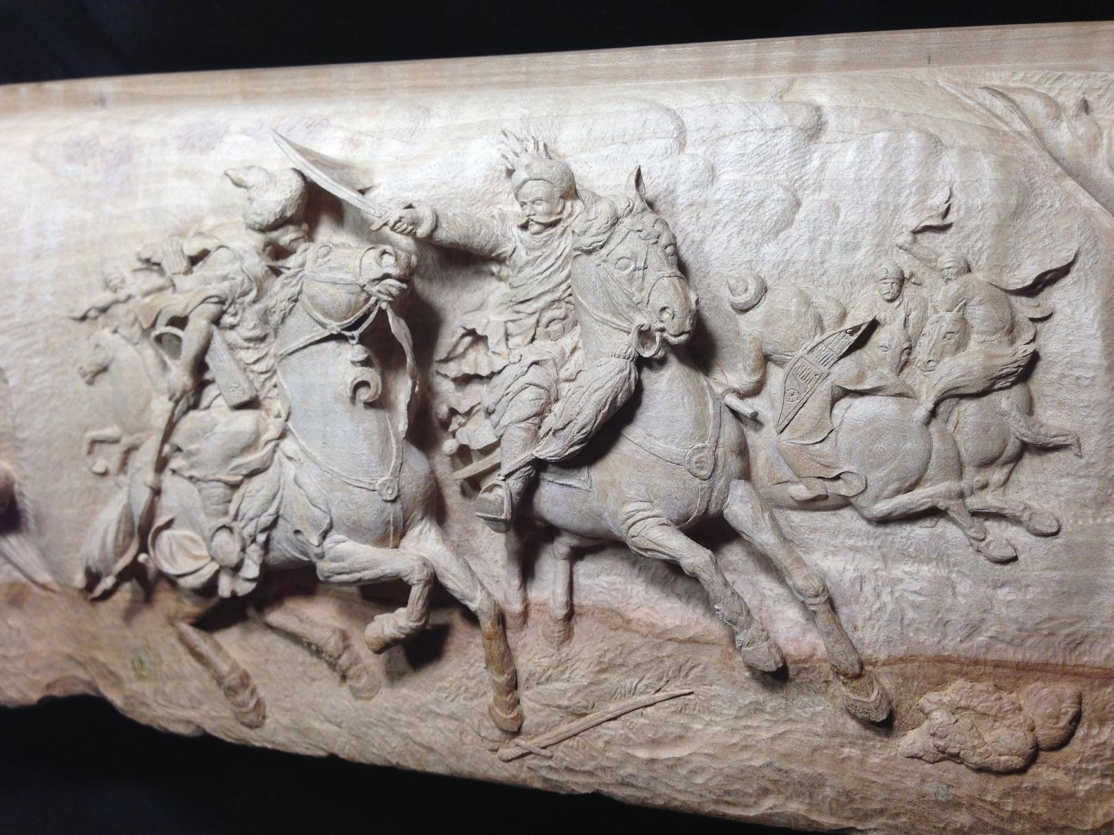 """ Конное Сражение с Турками."" Материал: дикая груша. "" Horse Battle with the Turks "" Material: Pear – tree. Madehand.  2019 год."