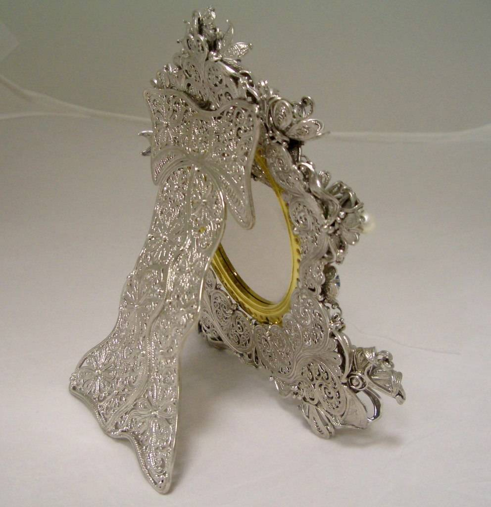 """Настольная икона """"Петр и Февронья"""" выполнена в технике филигрань. Серебро, финифть, жемчуг, цитрин, гранат, топаз, аметист Высота -17см"""