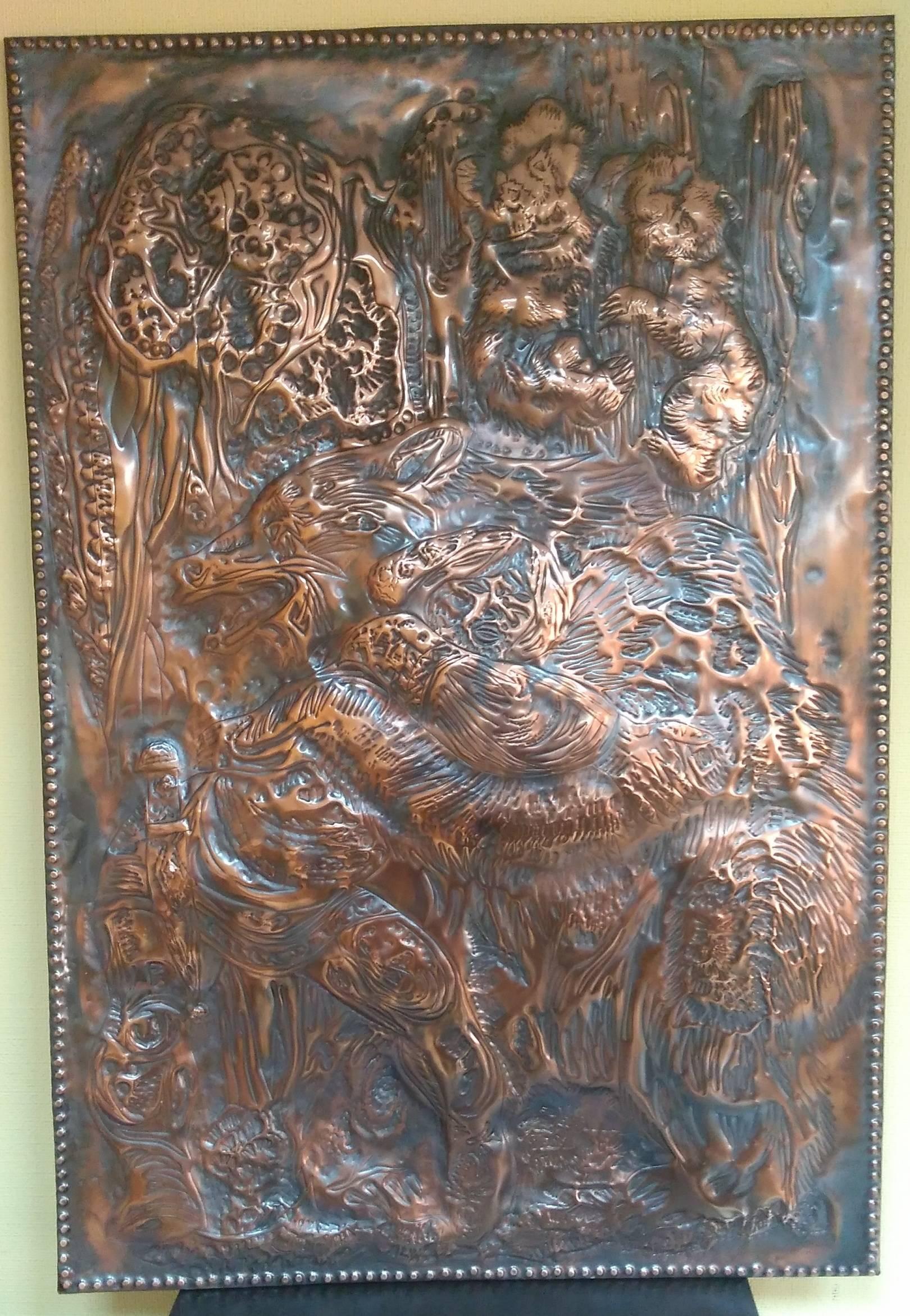 """"""" Хозяин тайги """" Ироничная сцена схватки,борьбы между медведем и мужиком.Испуганные медвежата,таращатся с дерева на происходящее .Медь.Металлопластика,чеканка.патина. 570 х 840 Иркутск +7 9025161166"""