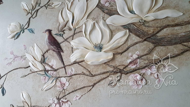 Барельеф ветка магнолии с птицами