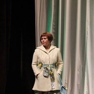 пальто связано спицами, отделка ирландским кружевом. захлестнула одуванчиковая тема, ради идеи разработала авторский элемент вязания мать- и -мачехи