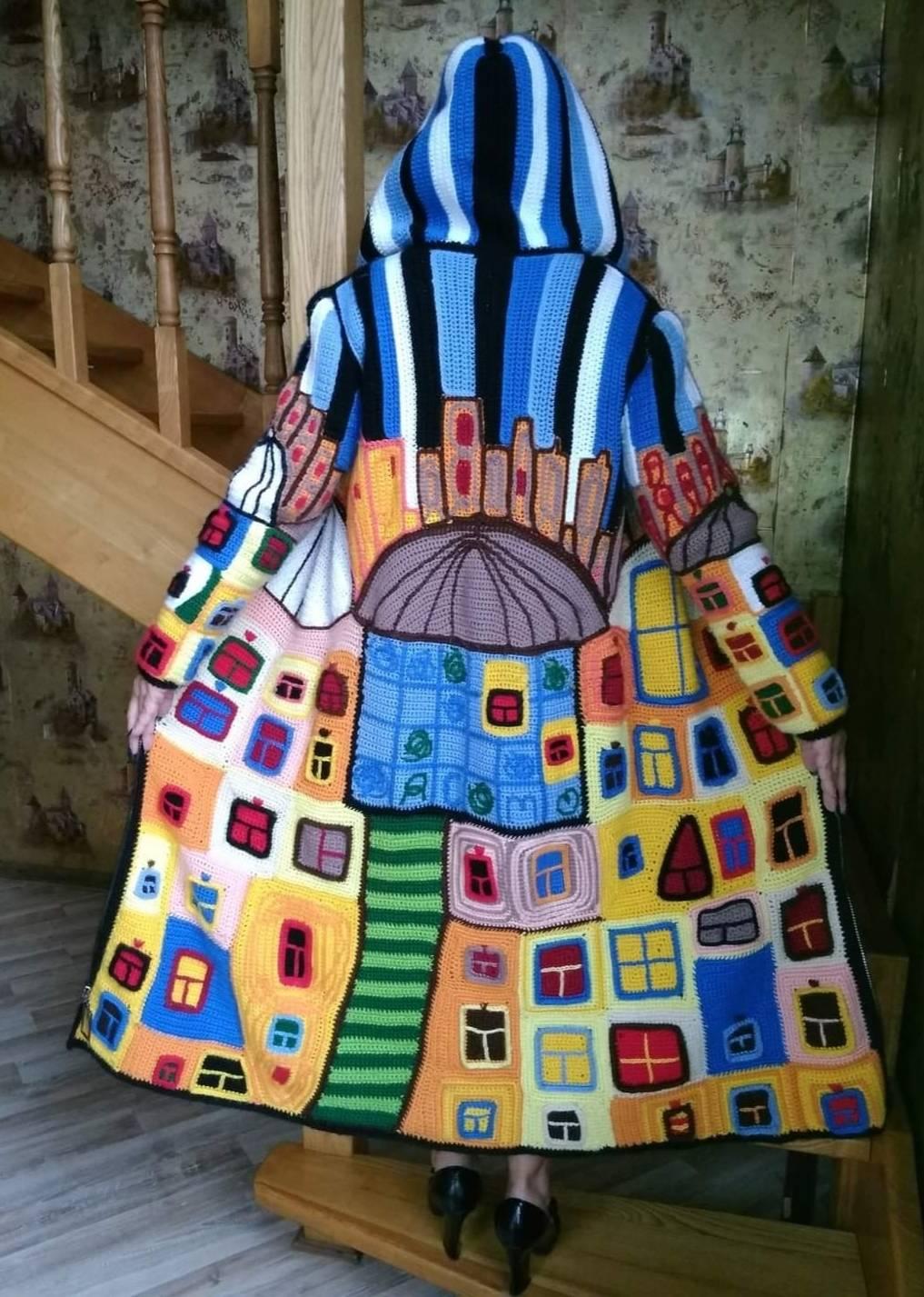 """Пальто """"Танцующие окна Хундертвассера"""",по одноименной картине австрийского художника и архитектора Фриденсрайха Хундертвассера.Техника интарсия."""